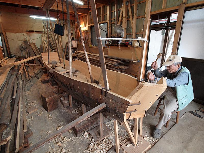 アユ漁のための木造船をつくる