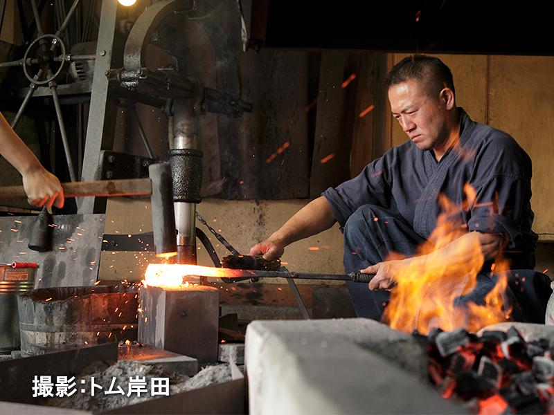 硬さの違う鋼を組み合わせる