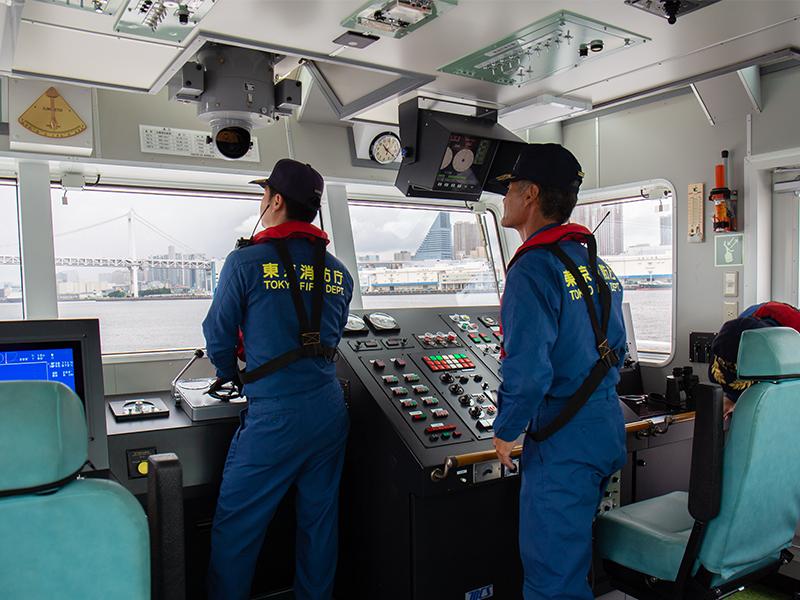 シミュレーターで操船技術をマスター