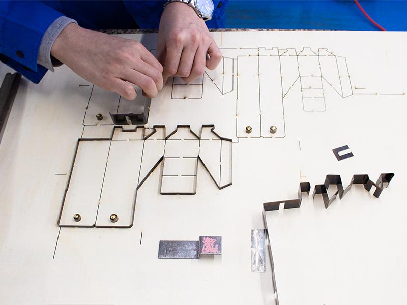 紙を加工するための「抜型」を作る会社