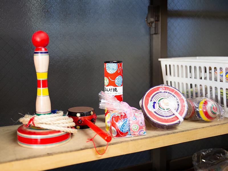 駄菓子やおもちゃが高齢者を元気にする