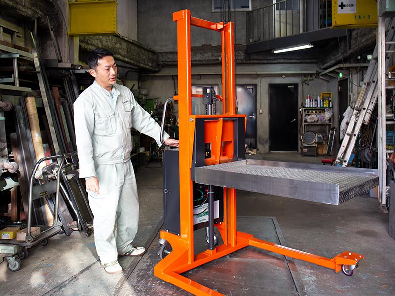 さまざまな物を運搬するための機械をオーダーメイドで製造・販売