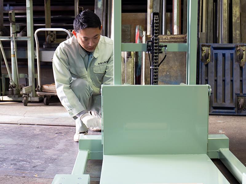 会社の経営から機械の設計,製造まで行う