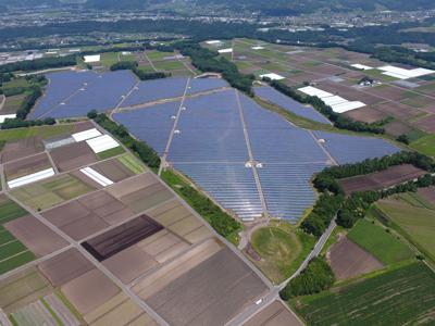 太陽光発電所が正しく動くように見守る